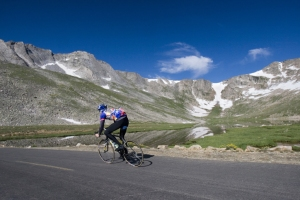 Cycling down the 14,264-foot Mount Evans
