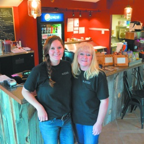Mother-daughter team opens mountain pizzeria in Allenspark
