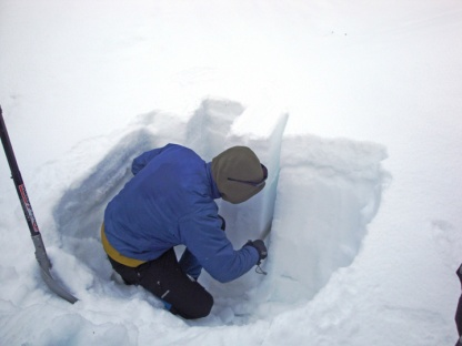 Avalanche_testing_snow_pit