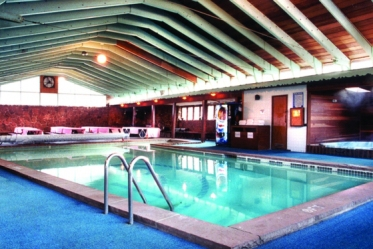 PeacefulValleypool_2-560x375