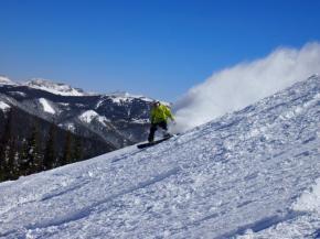 Early season deals help skiers save at Colorado Ski Country USAresorts