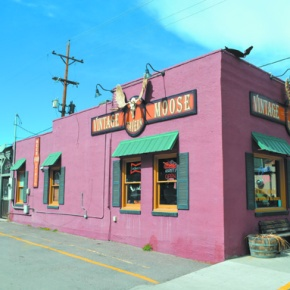 Cozy Idaho Springs bar feels likehome