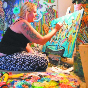 Artist brightens mountain town with color,creativity